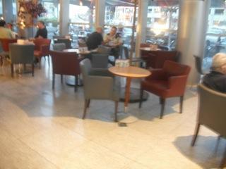 בבית הקפה