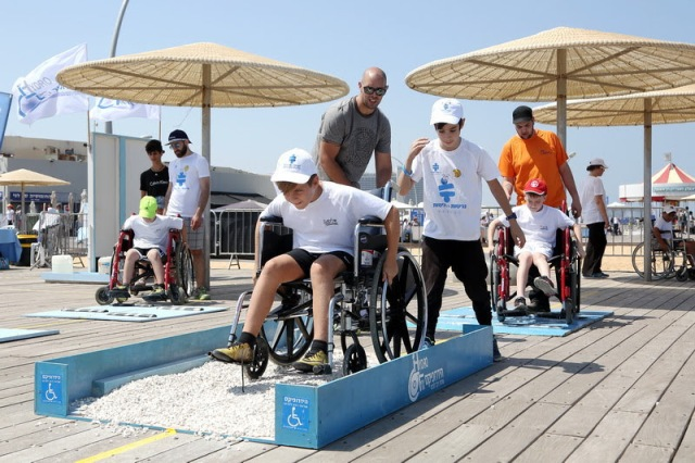 participants go through a wheelchair obstacle course